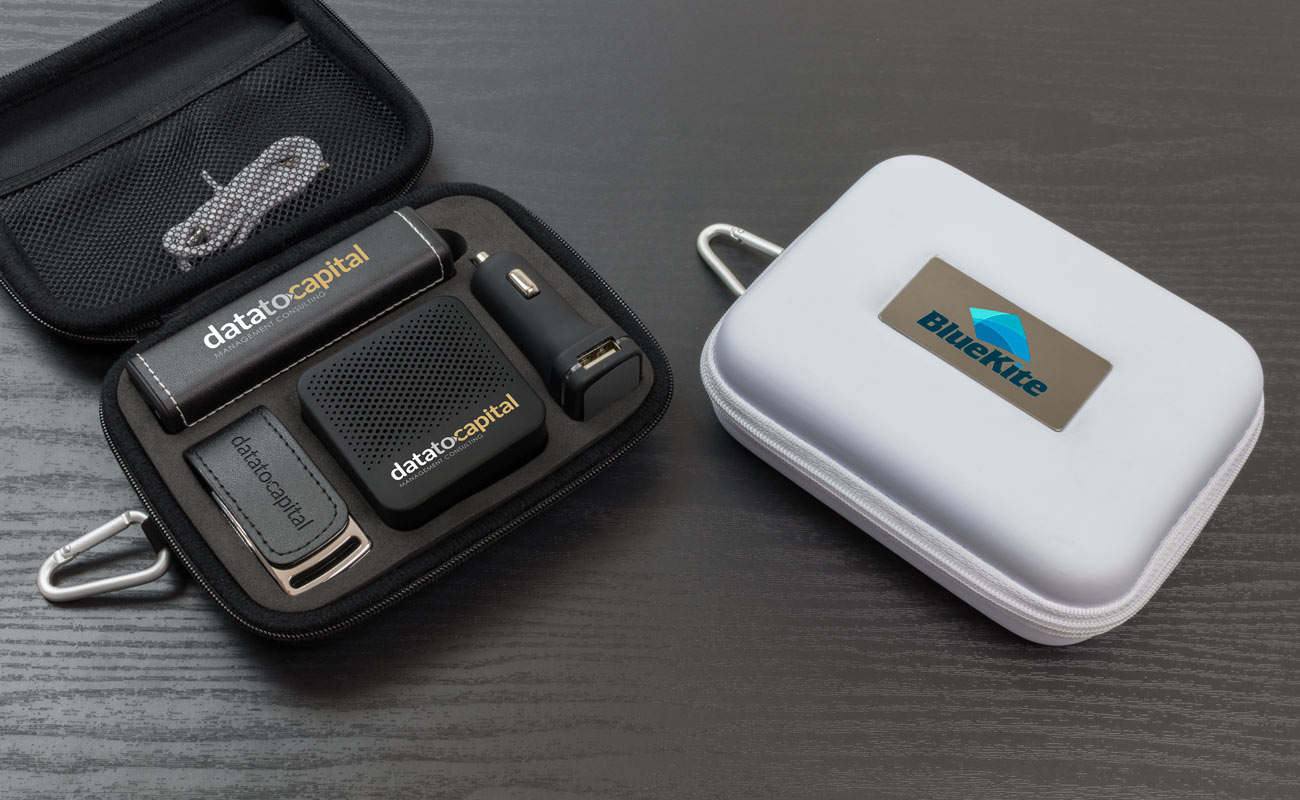 Leather L - Muistitikku Logolla, Varavirtalähde Logolla, Custom Car Charger fi Custom Speakers